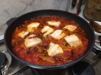 Fish with tomatoes and fennel