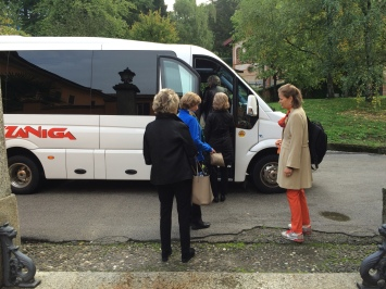 Boarding the bus at Poggio Verde Country Villa