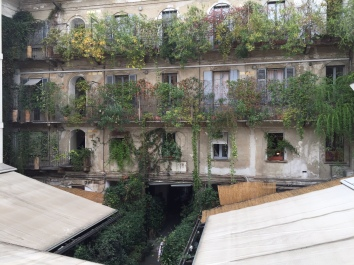 The courtyard in Corso di Como