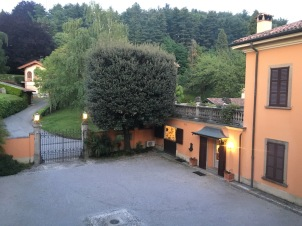 View of the courtyard and entrance of Poggio Verde Country Villa